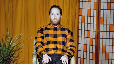 Uje Brandelius gjorde succé med sin föreställning om att vara mitt i livet och få diagnosen Parkinsons sjukdom. I slutet av september kommer han till Umeå.  Bild: Åse Bengtsson