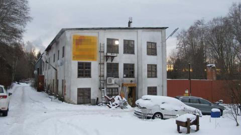 I den här övergivna industrifastigheten bodde de människor som enligt polisen har lurats hit.  Bild: Polisen