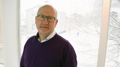 Dan Vähä är avdelningschef på Umeå Fritid unga. Han menar att det är nödvändigt att plocka in intermittent anställda för att klara verksamheten.  Bild: Umeå kommun