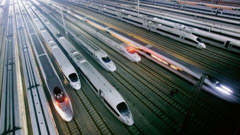 Höghastighetståg är redan verklighet i många andra länder, bland annat i Kina, men entusiasmen över svenska höghastighetståg har avtagit. Bild: AP