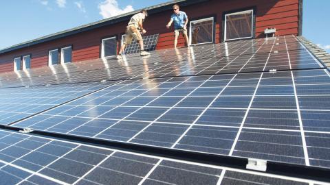 Beslutet klubbades igenom, trots att ett av de företag som ingår i Geab enligt lag är skyldigt att ta emot överskott av el från elproducenter. Bild: Jerry McBride/AP