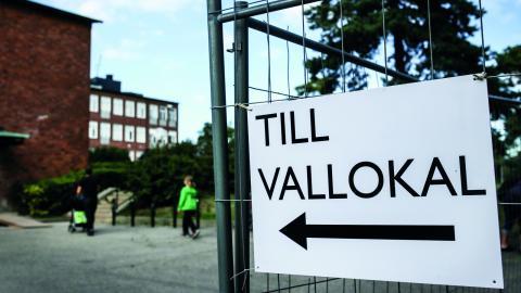 I praktiken finns det inget sätt för personer med nedsatt syn att kontrollera att allting verkligen gått rätt till i vallokalen. Bild: Helena Landstedt /TT