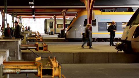Pendeltågen ska flyttas från den nuvarande säckstationen till spår som löper vidare till nya stationer i Haga och vid Korsvägen. Men flera organisationer kritiserar Trafikverkets beräkningar av Västlänkens miljönytta. Foto: Annelie Moran