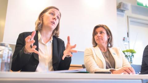 """Den så kallade """"Utsläppsbromsen"""" lanserades av MP-ministrarna Karolina Skog och Isabella Lövin i samband med beslutet att sälja Vattenfalls tyska kolanläggningar.  Bild: Thomas Johansson/TT"""