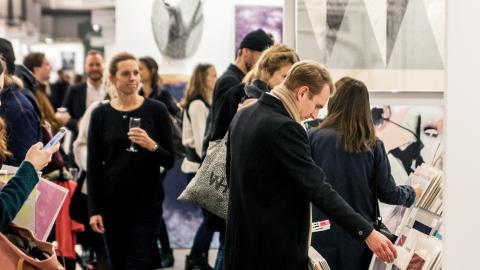Besökare på förra årets Affordable Art Fair Stockholm. I år räknar arrangören med 17 000 besökare. Bild: AFFBesökare på förra årets Affordable Art Fair Stockholm. I år räknar arrangören med 17 000 besökare.  Bild: AFF