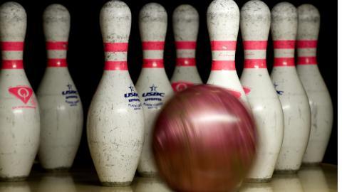 Kägelspel anses vara en av världens äldsta sporter och är föregångare till bowling.  Bild: Anders Wiklund/TT