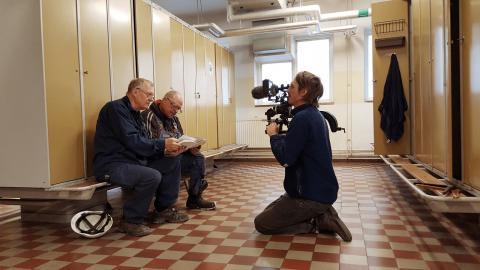 Nils Petter Löfstedt sökte upp platserna och människorna i Jean Hermansons bilder. Här på Kockums i Malmö.