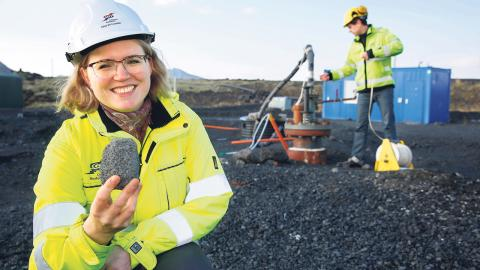 Enligt Edda Sif Aradottir, projektledare på Reykjavik Energi, tar processen att omvandla koldioxid till sten ungefär två år, betydligt snabbare än vad man först räknat med. Bild: NordForsk/Terje Heiestad