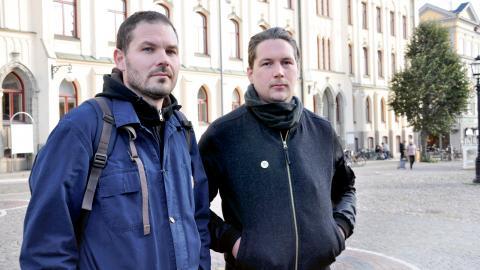 Mark Andersson och Alexander Creutz är två av konstnärerna som protesterar mot rådhuskalenderns  försämrade villkor.  Bild: Mirja Mattsson