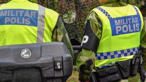"""Moderaterna har lagt en motion om att snabbutreda ett """"utökat samarbete mellan polis och militär"""". Jonas Ekströmer/TT"""