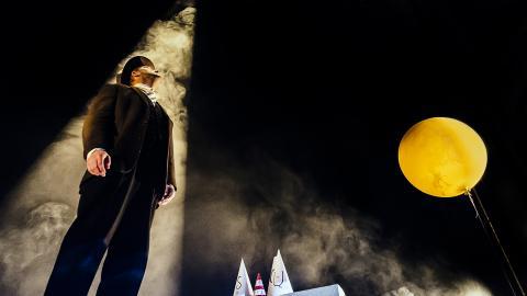 """När jubileet kör igång i Jönköping nästa vecka är det just med årets succé """"Ankomsten"""", en nyskriven pjäs baserad på Shaun Tans bildroman. Bild: Press"""