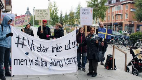 I september demonstrerade flera nätverk och organisationer tillsammans utanför kommunfullmäktiges sammanträde.  Bild: Liselott Holm