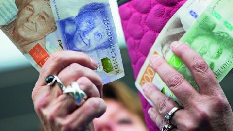 Klass och kön har fortfarande stor betydelse för hur mycket lön man får. Oacceptabelt, menar företrädare för LO. Bild: FREDRIK SANDBERG/TT