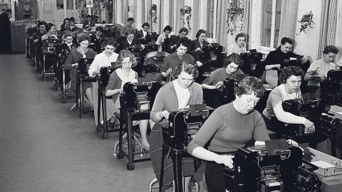 Personal i arbete på Postgirot 1959.  Bild: Sten Karsbrink