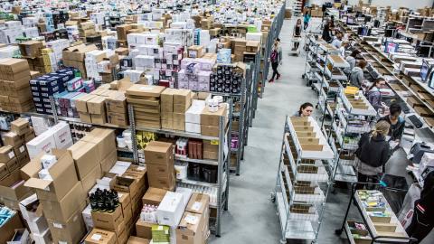 Ökningen av e-handel kommer i framtiden innebära att allt fler anställda kommer jobba på varulagren, där pressen är hård. Bild: Lars Pehrson/SvD/TT