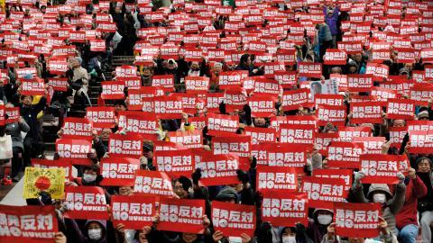 Japaner demonstrerar mot kärnkraft i Tokyo år 2015.  Bild: Shizuo Kambayashi/AP/TT