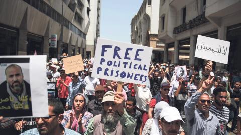 Protesterna har spritt sig till huvudstaden i Marocko, där invånarna uttrycker sitt stöd för demonstranterna i Rif-regionen. Kravet om att släppa alla politiska fångar får nu störst fokus. Bild: Mosa'ab Elshamy/AP