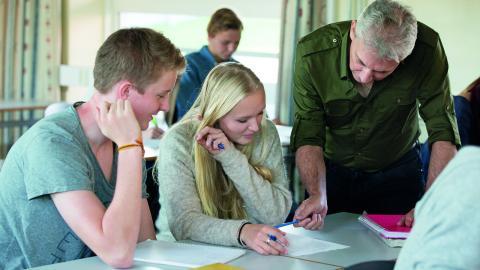Sommarskola för elever som behöver läsa upp sina betyg är en satsning som gjort att fler blir behöriga til gymnasieskolan. Bild: FREDRIK SANDBERG/TT