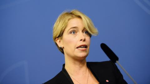"""""""Vi behöver mer av samverkan, och en gemensam målsättning som handlar om att ge individen ett gott stöd."""" säger socialminister Annika Strandhäll.  Bild: Maja Suslin/TT"""