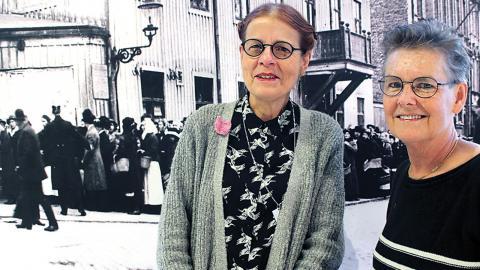 Aina Wallström och Kerstin Wennerström är två av arkivanvändarna som gjort utställningen om Hungerkravallerna. En av dem som åtalades efter kravallerna var  en kvinna som uppgav falskt namn när hon greps. Foto: Mats Fahlgren