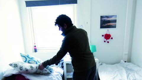 Växjö kommun söker samarbete med ideella sektorn för att lösa boendesituationen för de asylsökande som har fyllt 18 år. Förhoppningen är att kunna underlätta ekonomiskt för de fadderfamiljer som ställer upp. Bild: Fredrik Sandberg/TT