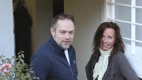 Carina Lundin och Martin Svensson har en uppsökande verksamhet med stort fokus på sysselsättning. Flera av de boende har fått arbeten av olika slag, en har gått vidare i anställning.  Bild: Rose-Marie Fasth