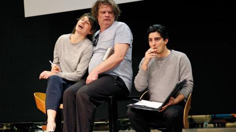 """Dasha Nikiforova, Benjamin Moliner och Dejmis Rustom Bustos under repetitioner av """"Den Fule"""" som har premiär på lördag. Foto: Christian Egefur"""