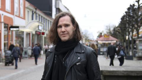 Aengeln Englund berättar om hur man hanterar konton och sociala medier när en anhörig avlider.   Bild: Anna-Stina Stenbäck