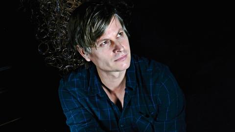 """""""Jag har hittat ett sätt att liksom försätta mig i trance genom musiken. Det är skönt när man kan hitta ett rum inuti sig själv"""", säger Martin Hederos.  Bild:  AnnaReet Gillblad"""