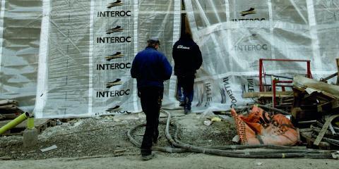 """""""Av landets 290 kommuner uppger 240 att de har brist på bostäder. Detta trissar upp priserna på bostadsmarken och innebär att många människor med lägre inkomster har svårt att få tag i eget boende"""", skriver debattörerna.  Bild: Malin Hoelstad / SvD / TT"""