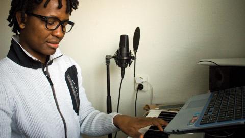 Jiji Seven kommer spela in sin nästa skiva hemma i Göteborg även om det skulle bli betydligt billigare i Burundi. Foto: Henrik Allesson