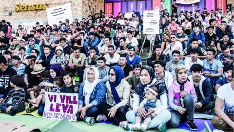I somras samlades ensamkommande asylsökande på Medborgarplatsen i Stockholm i en manifestation för att stoppa utvisningarna till Afghanistan. Bild: Lars Pehrson/SvD/TT