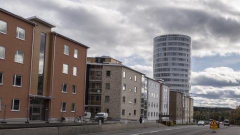 """Enligt SBAB:s kartläggning av bostadspriserna är Jönköpings prisnivå betydligt högre än i jämförbara kommuner. """"Ska man komma upp i ett större boende så krävs det två inkomster"""", säger Emma Persson, boendeekonom på SBAB. BILD: Daniel Johansson"""
