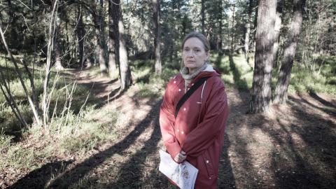 """Karin Wittboldt Svenungsson från nätverket """"Bevara Årstaskogen"""" är besviken på politikernas ageranden  när det gäller byggandet i Årstaskogen.  Bild: Mårten Färlin"""