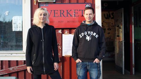 """Verkets producenter Emma Swanström och Patrik Wallström vädjar nu till Umeborna: """"Vi får bra stöd från kommunen som hjälper oss att leta lokal men behöver alla tips vi kan få.""""  Bild: Britta Söderberg"""