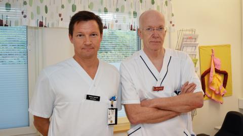 De båda överläkarna Mattias Egberth och Lars-Göran Larsson har fått nog efter omorganiseringen på Linde lasarett. Bild: Rolf Larsson