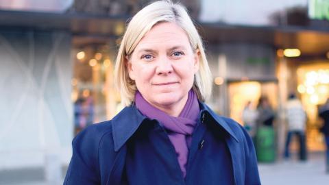 Magdalena Andersson besökte Frölunda torg, där Kunskapscenter ligger. Hon menar att det är av yttersta vikt att få in nyanlända på arbetsmarknaden för att klara vallöftet att Sverige ska ha lägst arbetslöshet i Europa. Foto: Lucas De Vivo