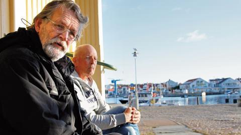 Marstrandsborna Lennart Åkerström och Dag Egnell tycker det är bra att ön blir en del av det nya reservatet. Då kanske besökarna tar bättre hand om naturen och planer på exploatering avvärjs. Foto: Annelie Moran