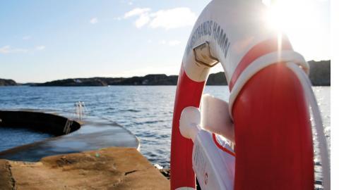 Under sommaren kryllar Marstrand av bad- och båtgäster, som även tar del av friluftslivet. Möjligheten att ta med sig båten till öarna kommer inte att inskränkas. Foto: Annelie Moran