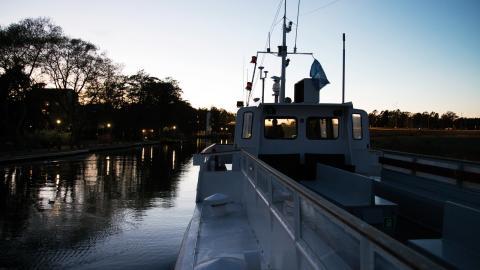 För ett år sedan började landstinget på försök att köra en båtlinje för jobbpendlare mellan Klara Mälarstrand och Tappström på Ekerö.  Bild: Elin West