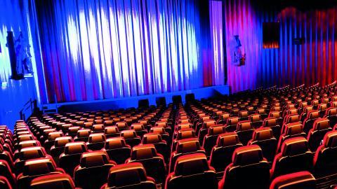 """""""Att ha Folkets hus bio – en digital biograf som visar aktuella biofilmer fyra kvällar i veckan – bidrar till att stärka Lindeberg som en levande och intressant ort"""", skriver debattörerna.  Bild: Dan Hansson"""