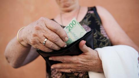 Kvinnor har lägre pensioner än män och det gäller även premiepensionen. Bild: Angela Berthelsen, Izabelle Nordfjell/TT