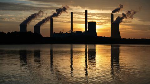 Under mötet ska delegaterna utveckla Parisavtalets regelverk. Målet är att målet att begränsa den globala uppvärmningen till under två grader. Bilden visar ett kolkraftverk i Georgia, USA. Branden Camp/AP/TT