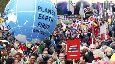 Demonstrationer i Bonn. Bild: Roland Weihrauch/AP/TT
