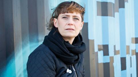 """Matilda Sjöström har svårt för prestige. Hellre släpper hon sin musik och lär sig av det, än att pilla med låtarna i evighet. """"Jag är inte en             sådan som ger en låt tre månader till för att den kanske blir bättre då. Då känns det som att dra åt  Foto: Christian Egefur"""