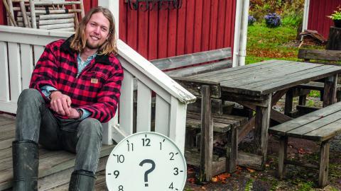 När andra klagar över bristen på tid skänker Erik Malm bort sin i tre månader. I en röd liten stuga planerar han sitt nyss inledda projekt (jaghartid.wordpress.com).  Bild: Bo Lostad