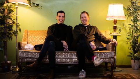 Carl och Johan Lindman utgör halva Drivvedsfolket, ett band där humorn aldrig är långt borta. Bild: Johan Ekfeldt