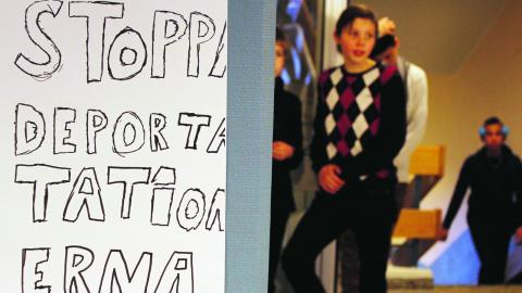 På Bräntbergsskolan genomförde eleverna en skolstrejk under en timme för att protestera mot utvisningarna av ensam- kommande. Klass 9 C ansvarade för planeringen.  Bild: Liselott Holm