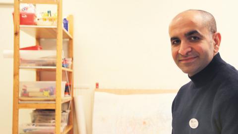 Förskolechefen Farid Dashti kommer själv att fortsätta jobba heltid men ser fram emot att följa personalen som går ner i tid. Foto: Sanna Arbman Hansing