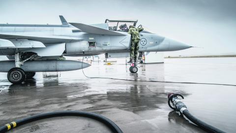 Bara vapenproducenter och vapenexportörer tjänar på den rådande säkerhetsfilosofin, skriver dagens debattör. BILD Magnus Hjalmarson Neideman/TT